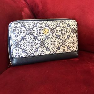 Adrienne Vittadini  zip up wallet